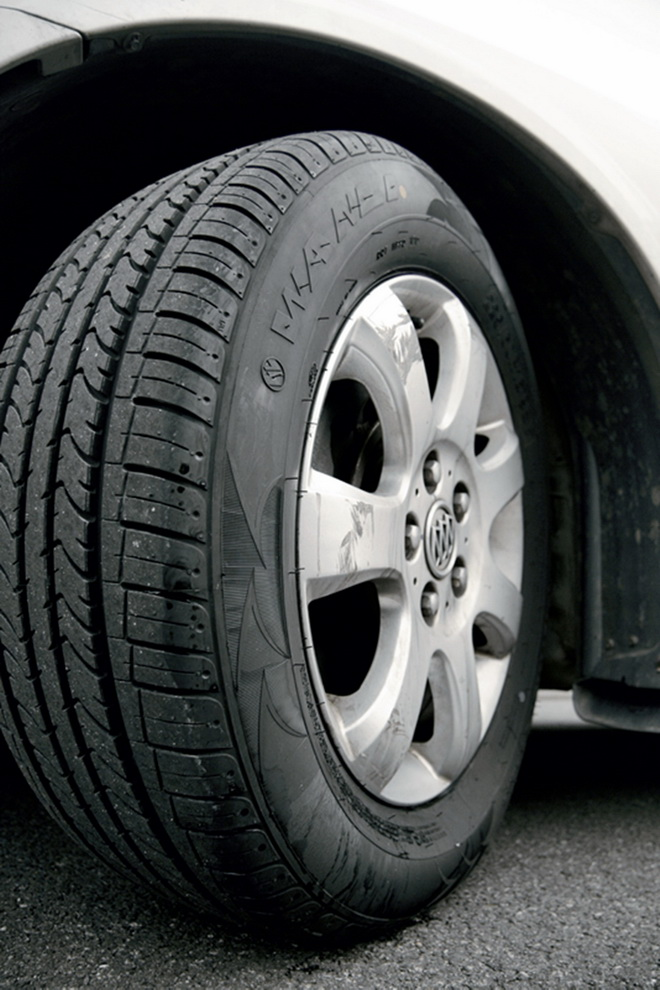 影响轮胎噪音的最主要因素是由轮胎花纹产生的噪音