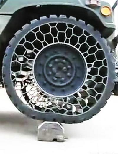 不惧炸弹的神奇仿生学蜂窝轮胎