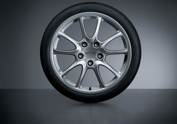 有内胎和无内胎有啥区别 汽车轮胎为啥无内胎
